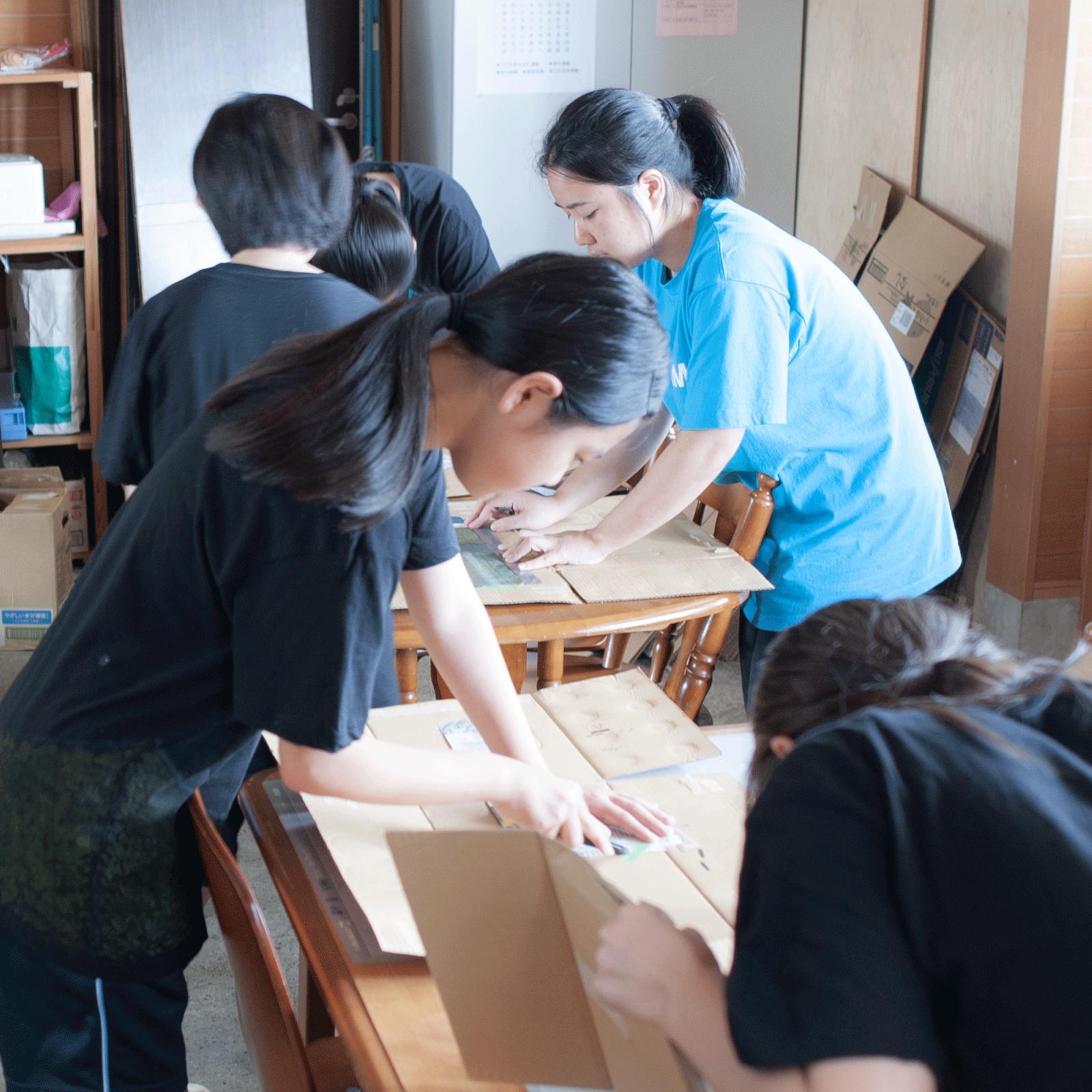 夏休みワークショップvol.2那珂湊中学校美術部とコラボ「グラフィックデザイン」と「ステンシルアート」